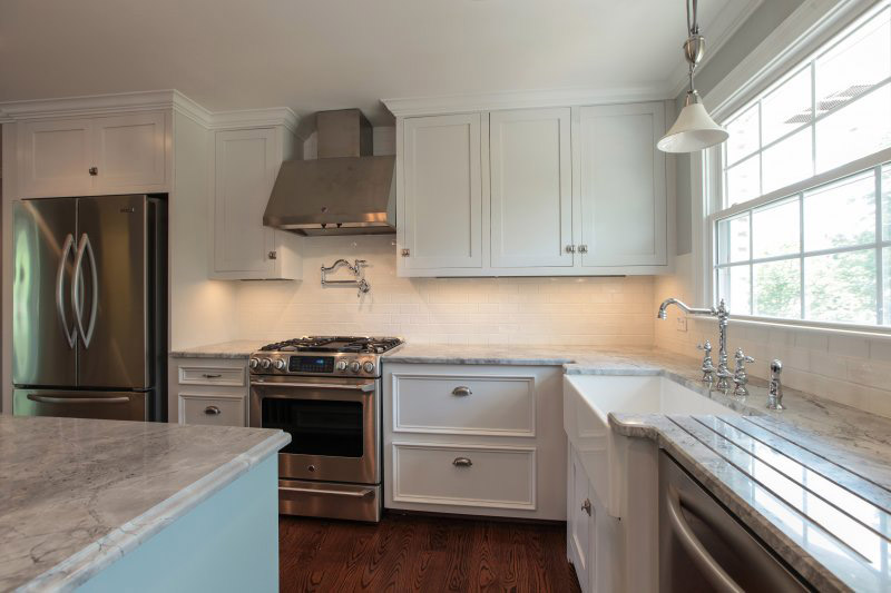 Kitchen remodel cost estimates and prices at fixr for Kitchen renovation pictures